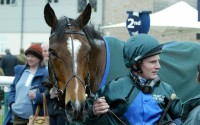 Deux Etoiles wins his first race under Jamie Moore
